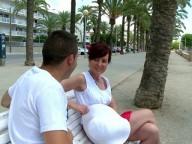 Vidéo porno mobile : Une mature française enculée à la plage par un minet